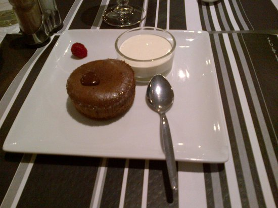 Hotel Hermes Bourgogne Dijon : dessert fondant au chocolat!!top