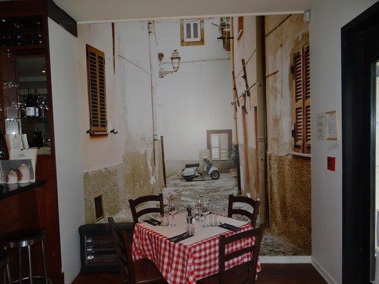 Farelli's Trattoria: The decor