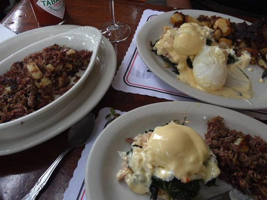 Katy's Place: Crab Bene - split plate with Corned Beef Hash