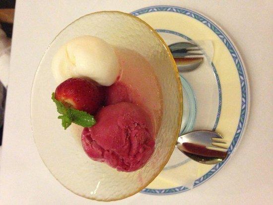 Il Lamparo: Champagne dessert!