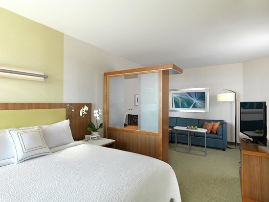 SpringHill Suites Anaheim Maingate: Our spacious suites feature separate sleeping and living/ working areas.