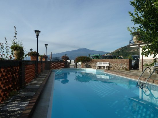 Villa Costanza Bellavista: Looking at Etna whilst swimming