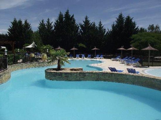 Le Domaine De Guillalmes : piscine