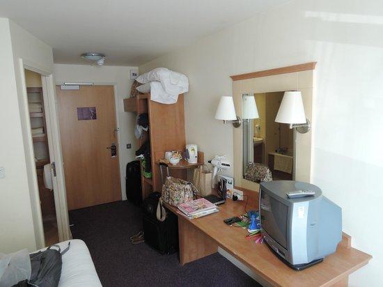 Premier Inn Dunfermline Hotel: Room