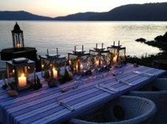 Paradise Bay Island Resort: Dinner with a view!