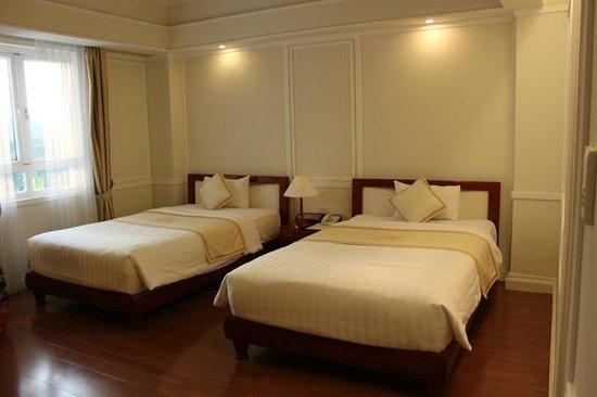 Ninh Binh Legend Hotel: Twin bedroom con camas amplías