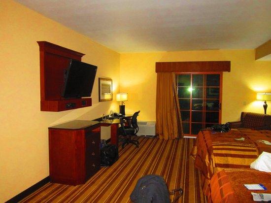 BEST WESTERN PREMIER KC Speedway Inn & Suites: Room