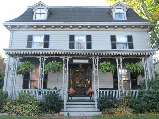 Marshall Slocum Inn : Marshall Sclocum Guest House (street view)