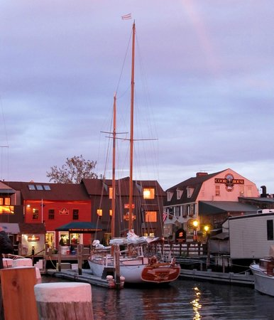 Marshall Slocum Guest House: Wharf at Sunset (end of Church Street)