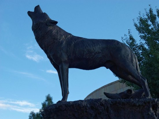 Buffalo Bill Historical Center : One of many bronzes at the Buffalo Bill museum.