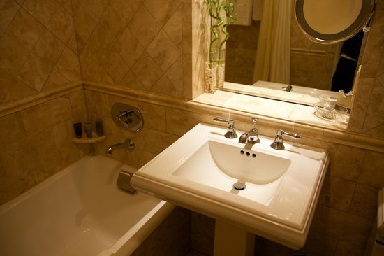 Taj Boston: Small bathroom