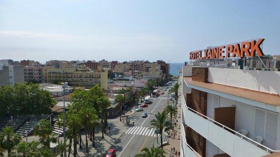 Xaine Park Hotel: вид на улицу на сторону моря