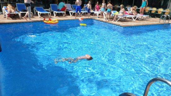 Xaine Park Hotel : бассейн