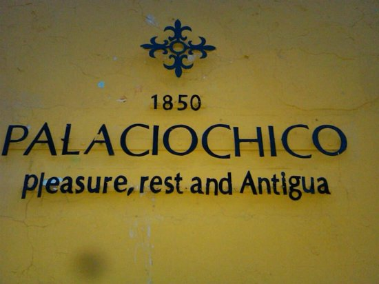 Hotel Palacio Chico 1850: Sign on the Street
