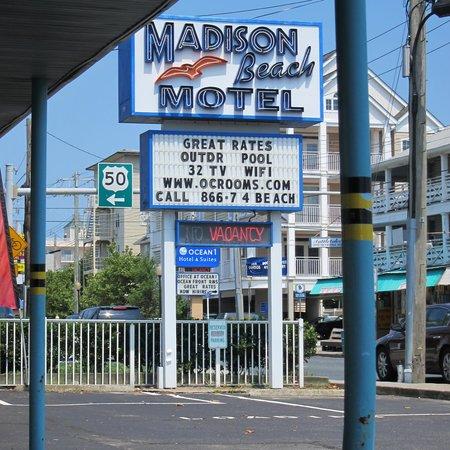 Madison Beach Motel: Fab Neon Sign