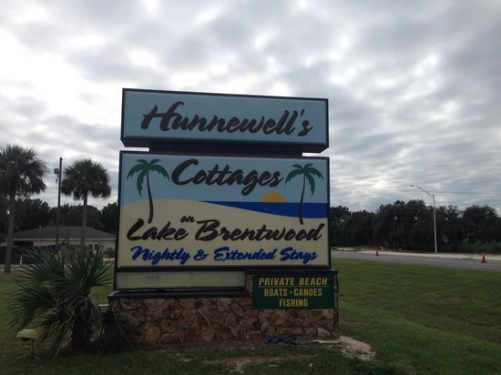 Lake Brentwood Motel: Change name to Hunnewell's Cottages