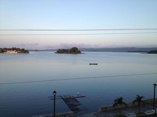 Hotel Peten: vue de ma chambre, le matin