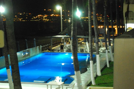 Hotel Marbella: piscina de noche