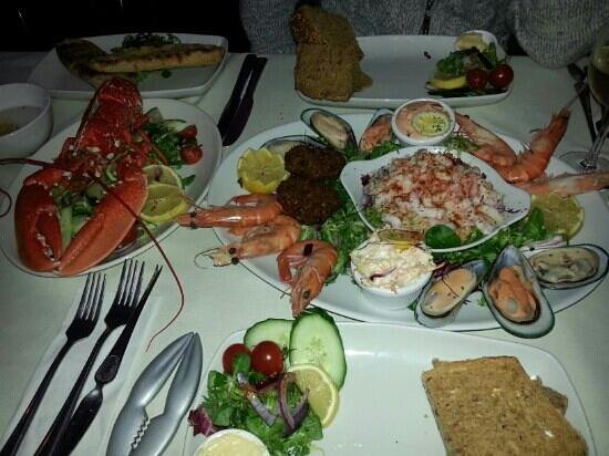 The Waterfront Inn: Amazing fresh seafood!!! A must try!!!
