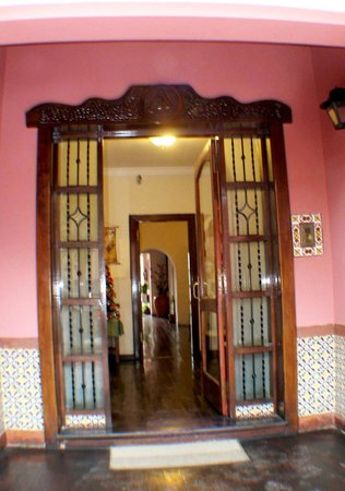 Hostal La Casona de la Linda: PUERTA DE ENTRADA