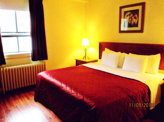 Hotel St-Denis: Our room/suite (#311)
