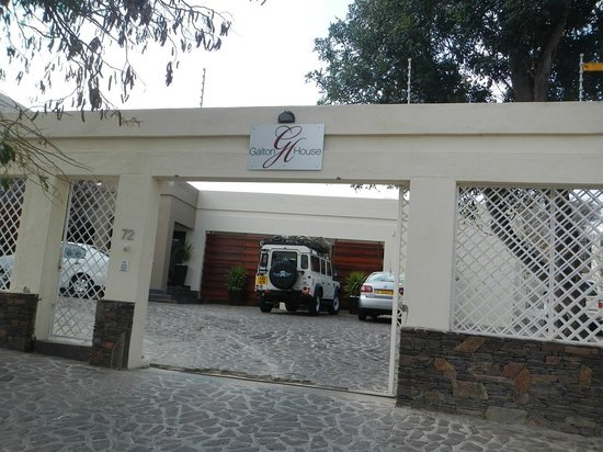 Galton House: guesthouse entrance