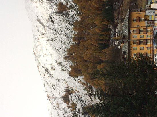 Hotel Coeur du Village: Vista dall'hotel