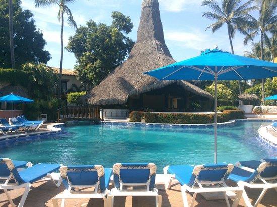 Hacienda Buenaventura Hotel & Mexican Charm All Inclusive: ALBERCA Y BAR AL FONDO