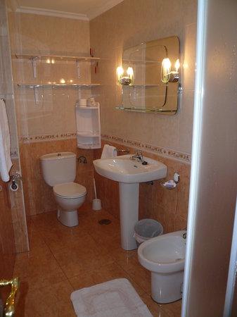 La Pandiña: baño completo con ducha
