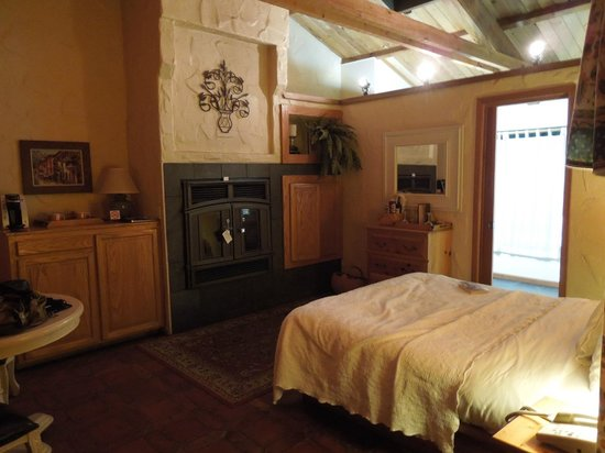Sonoma Coast Villa Resort and Spa : Fireplace in room #3