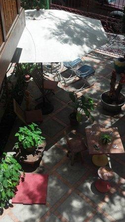 Vitoria Praia Hotel: Vista do pátio da pousada