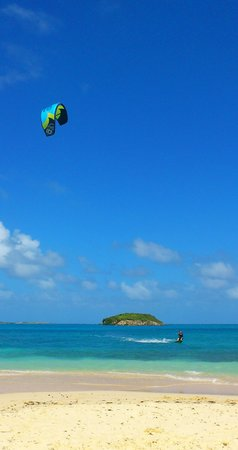 40Knots Kitesurfing & Windsurfing School Antigua: Green island view from beach