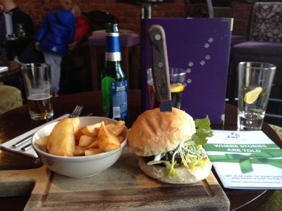 The Salty Dog Hotel & Bistro: Loved the burger and rice pudding to die for !!!
