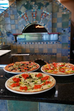 Basilea Grill y Casa de Chocolate: Crispy Artisanal style fresh pizzas on this whole wheat crust