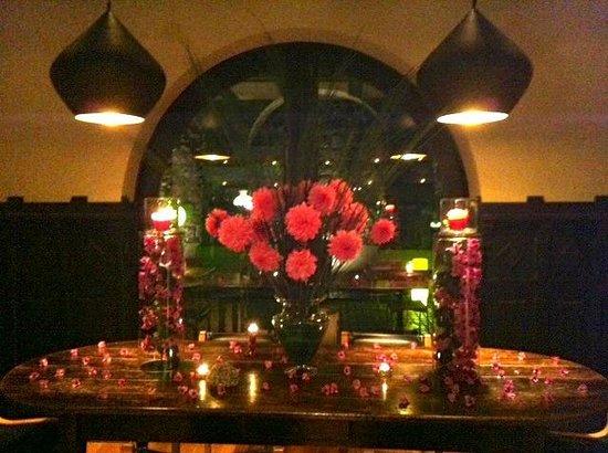 The Aubrey Boutique Hotel : amazing flowers each week