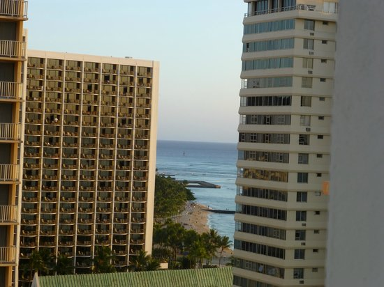 Waikiki Resort Hotel: Another view from balcony