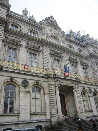Hôtel de Ville : Parte de la fachada.