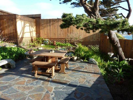 An Ocean Paradise Whales Rendezvous: Ocean Bouquet Suite Garden Area