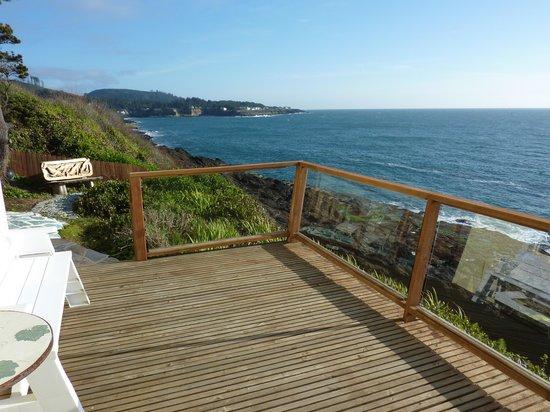An Ocean Paradise Whales Rendezvous B&B: Ocean Bouquet Suite Balcony