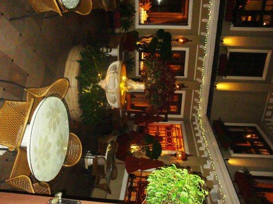 Restaurante Grano de Oro: patio interior