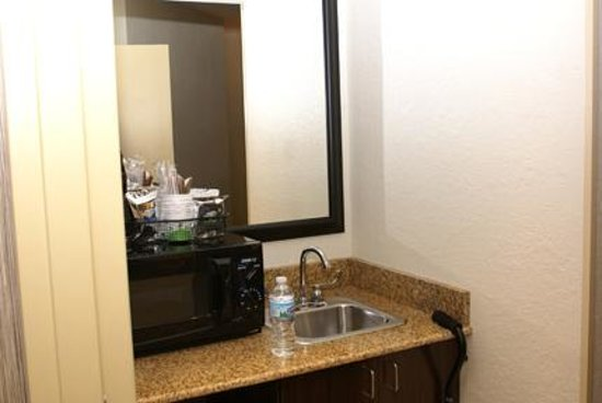 Pantry with sink - Picture of Hampton Inn Champaign/Urbana, Urbana ...