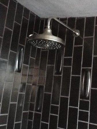 Hotel Lautner: Amazing Shower