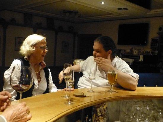 Hotel Konig Laurin : Chef an der Theke