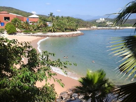 Las Brisas Huatulco : View of the beaches