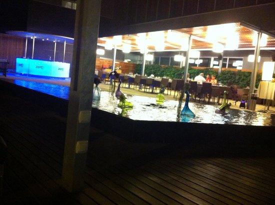 Hotel SB Diagonal Zero Barcelona: Outdoor bar and seating