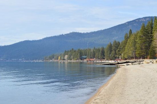 Hyatt High Sierra Lodge: Lake Tahoe beach near Hyatt Lodge