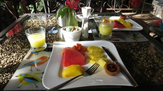 Tacacori EcoLodge: fresh fruit at breakfast