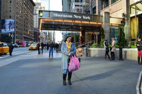 Sheraton New York Times Square Hotel: Hotel main entrance