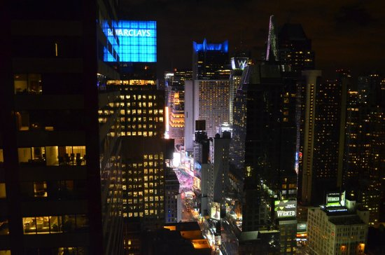 Sheraton New York Times Square Hotel: View from suite 4911 - 7th Ave and Times Square