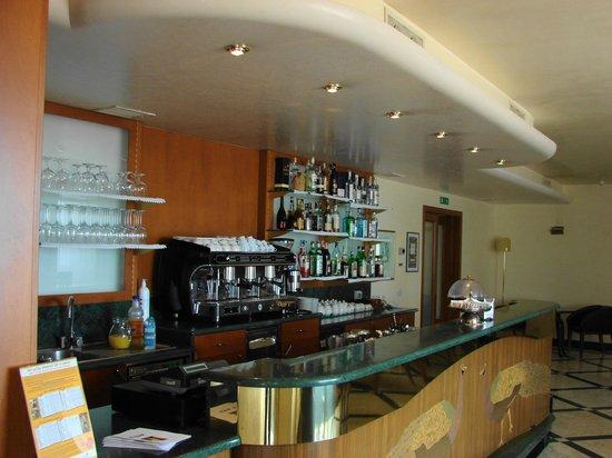 Hotel Astoria: Cafe